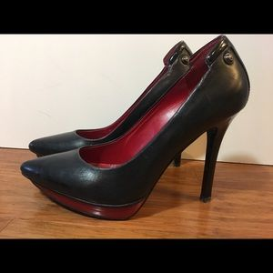 Guess - women's black pump with red accent size 7